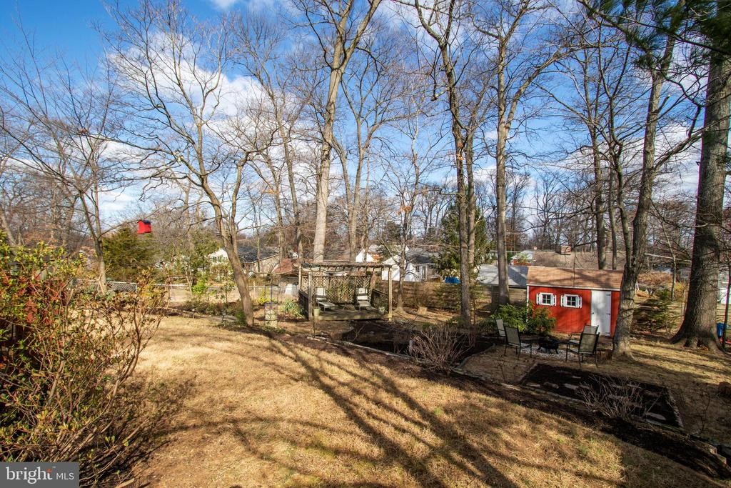 What a fantastic yard and its great to have a shed - 10822 CHARLES DR, FAIRFAX