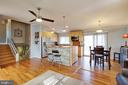 Awesome island with stone facade & room for dining - 10822 CHARLES DR, FAIRFAX
