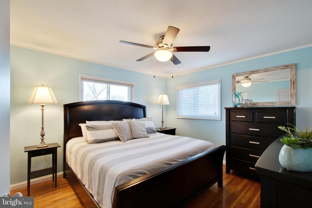 Master has so much natural light - 10822 CHARLES DR, FAIRFAX