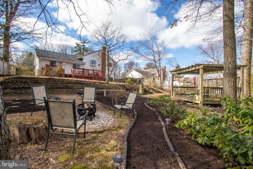 Backyard bliss with your own fire pit area - 10822 CHARLES DR, FAIRFAX