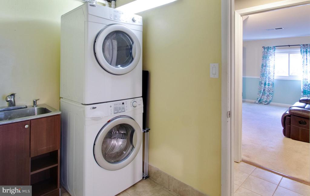Laundry- full size washer/dryer with utility sink - 10822 CHARLES DR, FAIRFAX