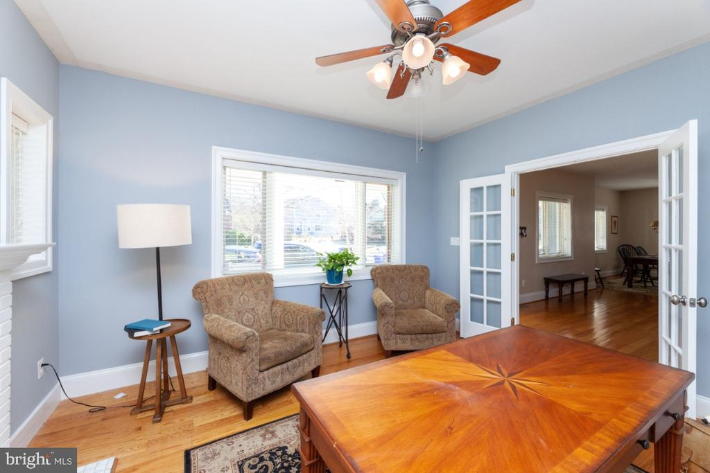 Formal living room - 3006 N TUCKAHOE ST, ARLINGTON