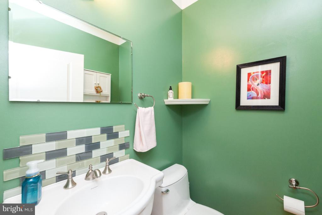 Main level half bath - 3006 N TUCKAHOE ST, ARLINGTON