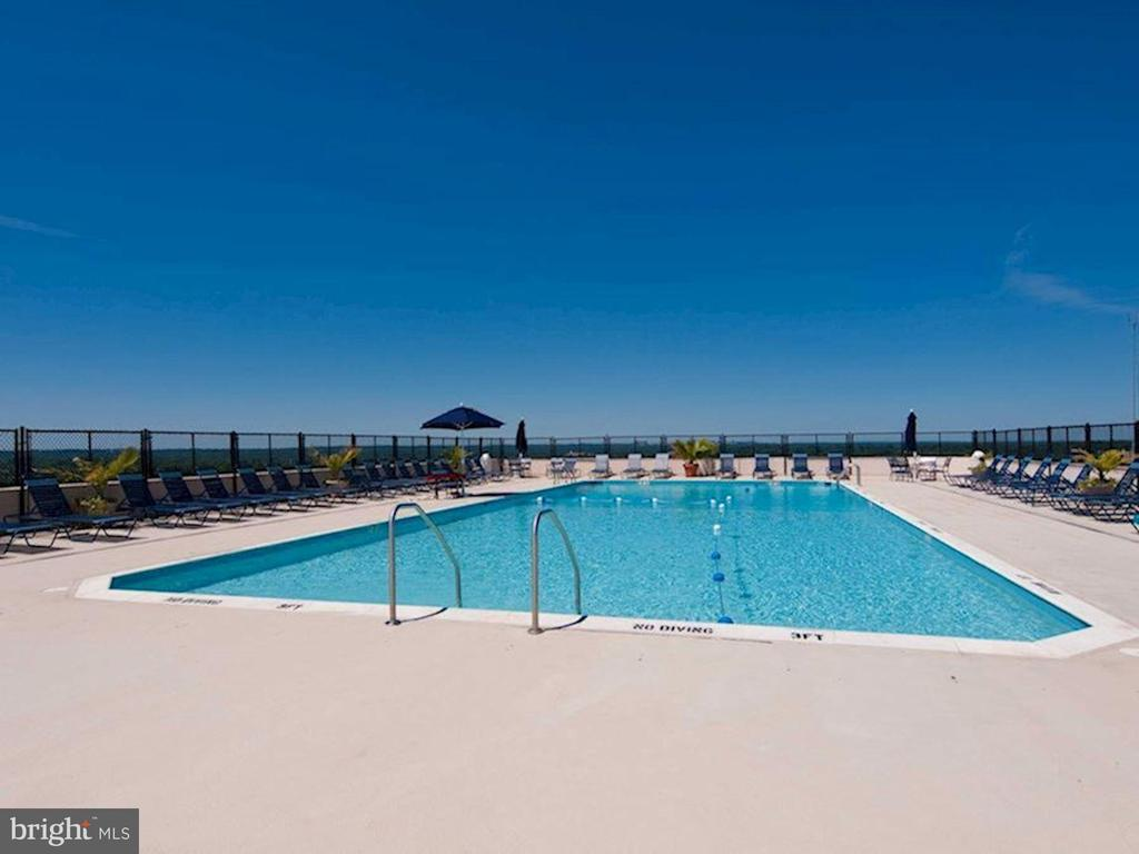 Rooftop Pool - 5500 FRIENDSHIP BLVD #2421N, CHEVY CHASE
