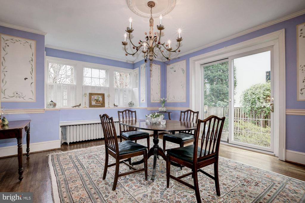 Elegant Formal Dining Room w/sliding door to bkyrd - 17 MAGNOLIA PKWY, CHEVY CHASE