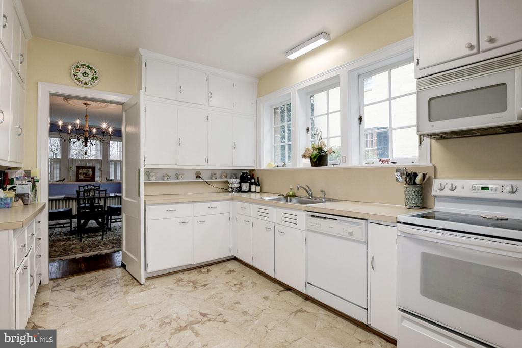 Kitchen with Pantry and 3 above sink windows - 17 MAGNOLIA PKWY, CHEVY CHASE