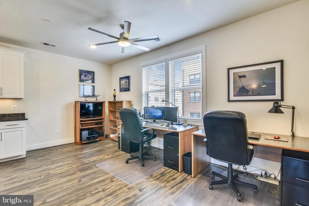 Spacious Dining/Breakfast area (used as Office) - 20495 MILBRIDGE TER, ASHBURN