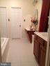 Master bathroom w/ 2 walk-in closets - 12090 MOUNTAIN WATCH CT, LOVETTSVILLE