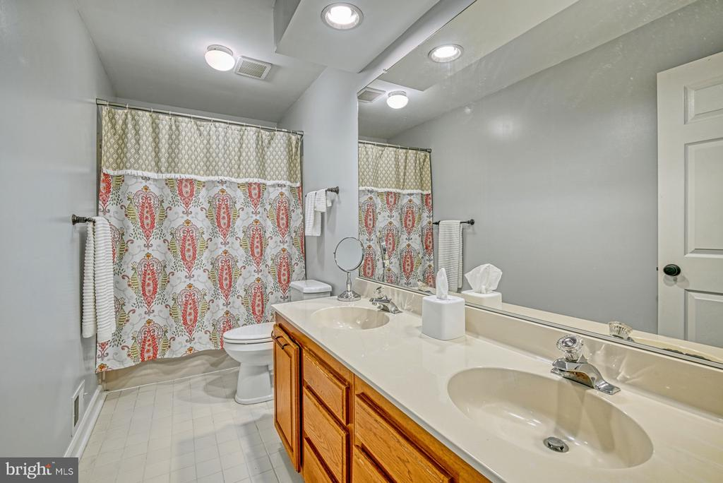 Upper level hall bathroom with dual vanity - 12911 ASHTON OAKS DR, FAIRFAX
