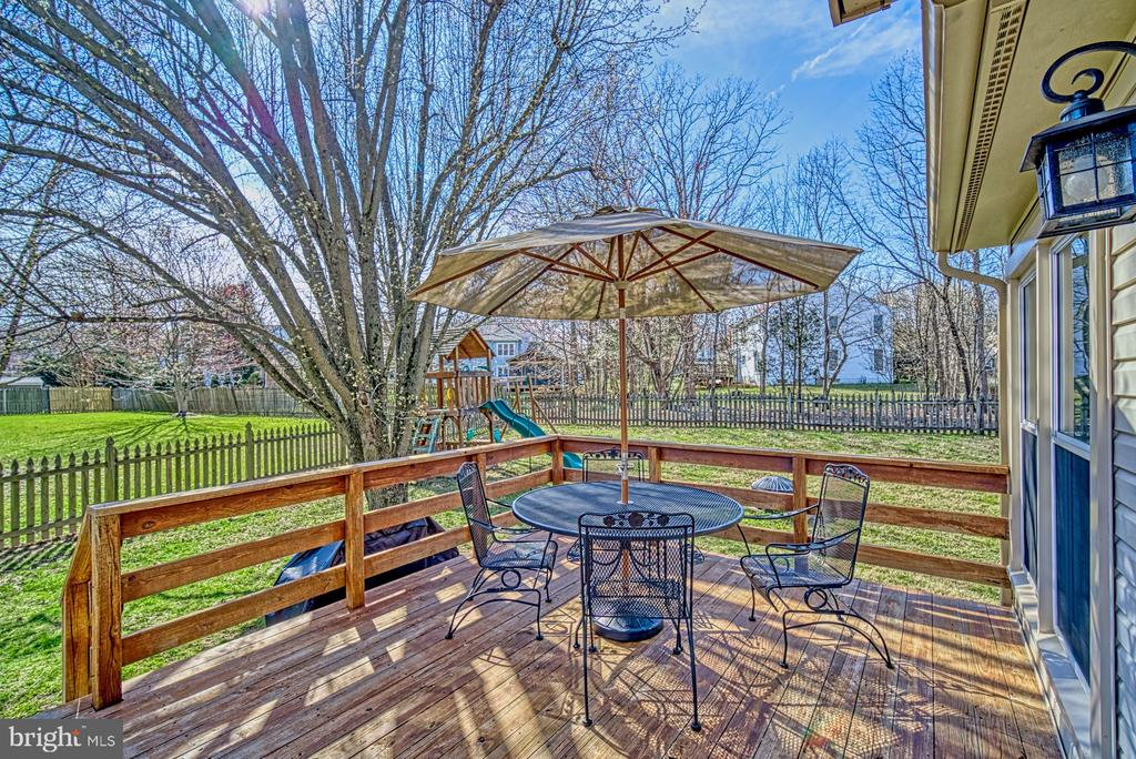 Wonderful deck for enjoying the outdoors - 12911 ASHTON OAKS DR, FAIRFAX