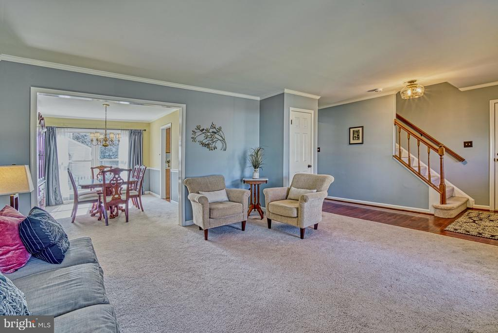 Large spaces for entertaining - 12911 ASHTON OAKS DR, FAIRFAX