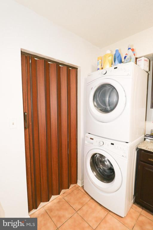 In Unit Newer Washer and Dryer - 3709 S GEORGE MASON DR #210, FALLS CHURCH