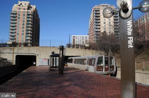 Walking distance - 11710 OLD GEORGETOWN RD #630, NORTH BETHESDA