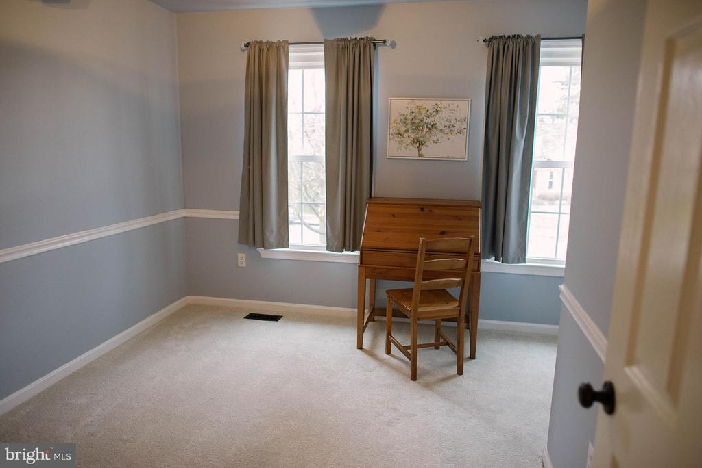 Smaller Bedroom across from Master - 17281 PICKWICK DR, PURCELLVILLE