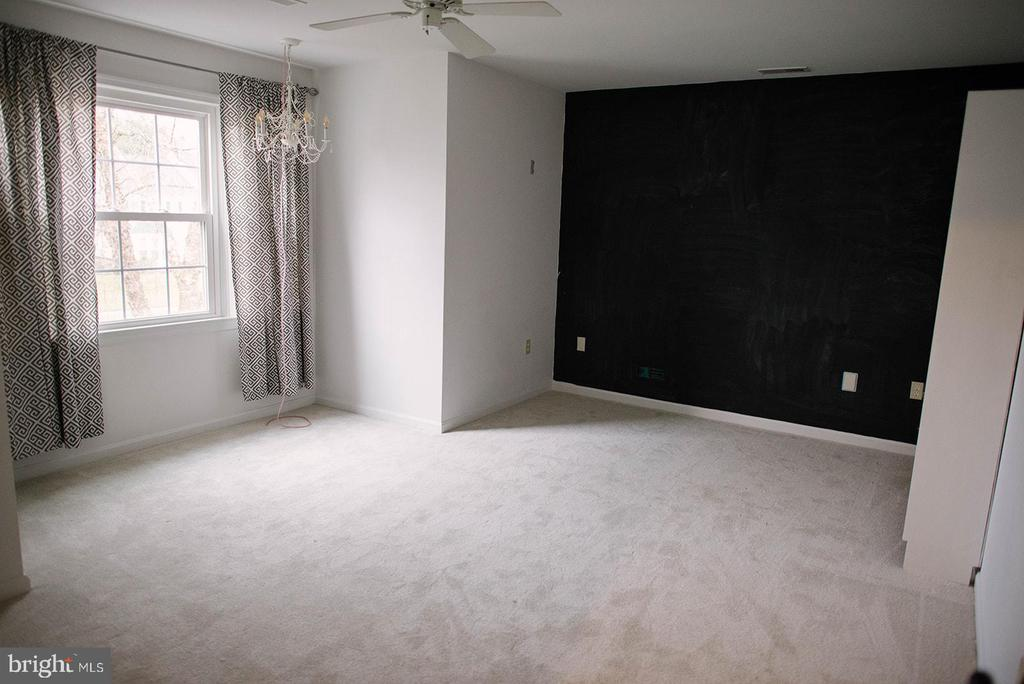 Chalk Board Wall for endless fun - 17281 PICKWICK DR, PURCELLVILLE