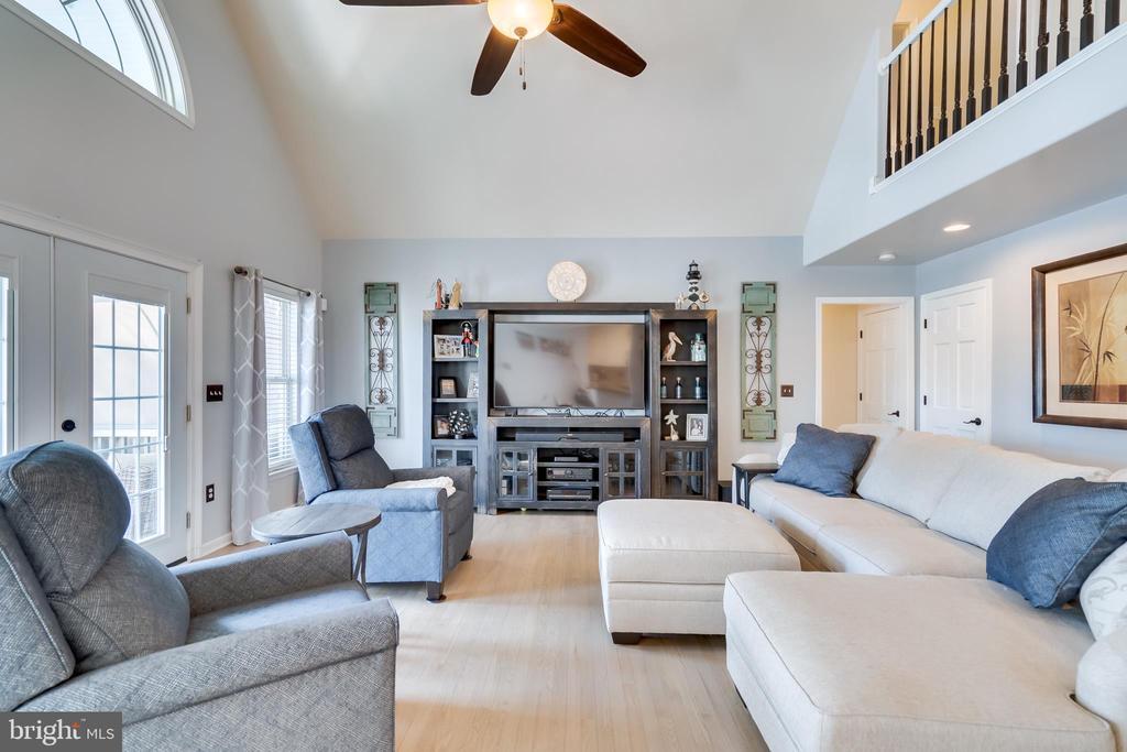 Bright, Open Living Spaces - 167 BROOKE RD, FREDERICKSBURG