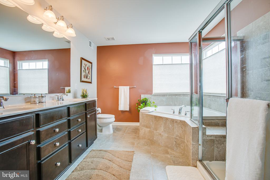 Master bathroom features corner tub, dual vanities - 75 COLEMANS MILL DR, FREDERICKSBURG