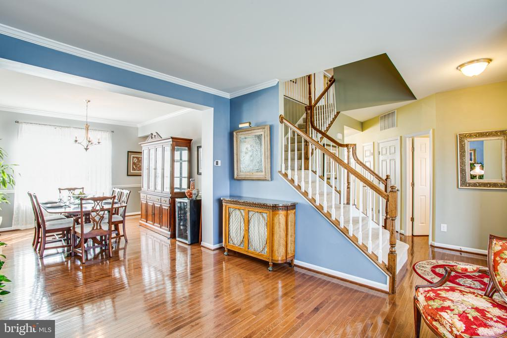Sun streams through the dining & living rooms - 75 COLEMANS MILL DR, FREDERICKSBURG