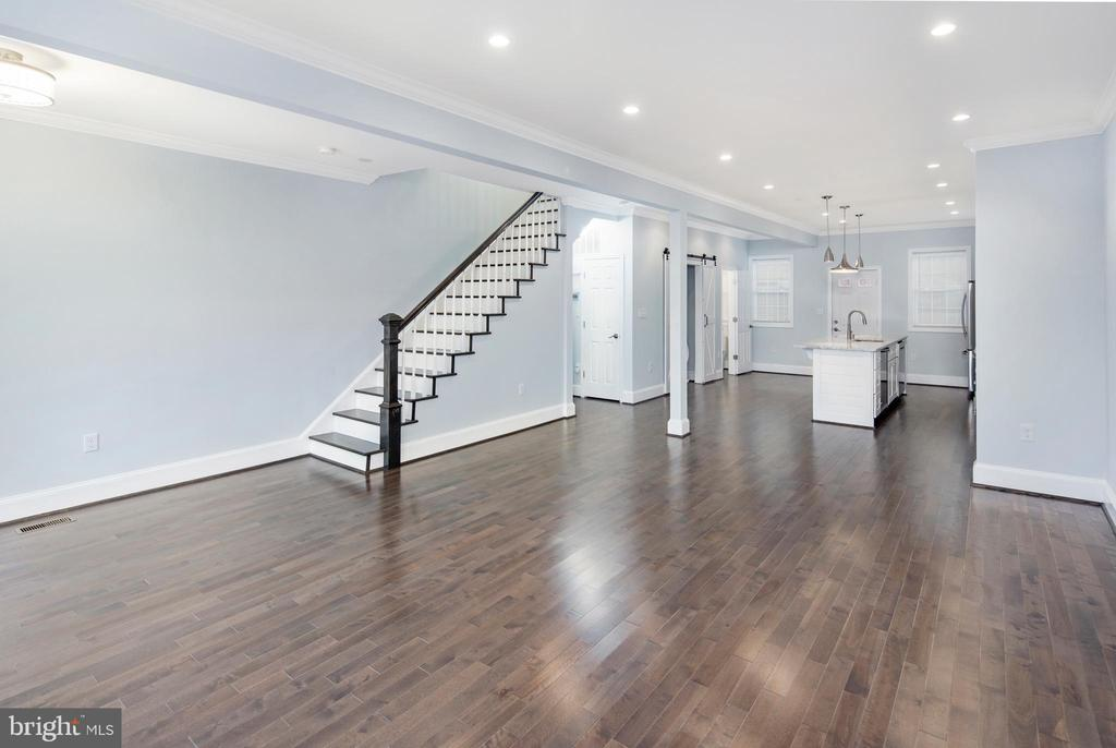 Great ceiling heights and so much space! - 2509 N CAPITOL ST NE, WASHINGTON