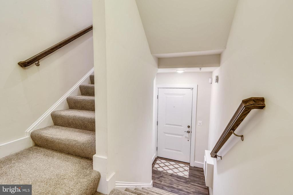Lower Level Formal Entry to Upper Level - 20495 MILBRIDGE TER, ASHBURN