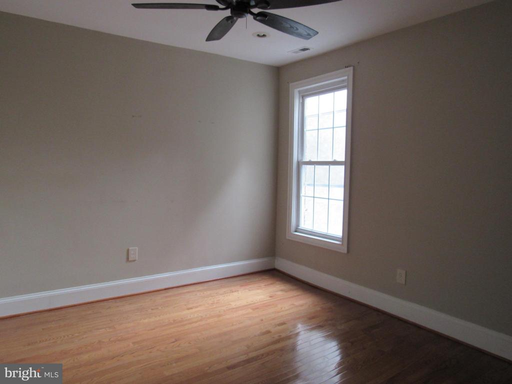 Top unit bedroom #1 - 1803 2ND ST NW, WASHINGTON