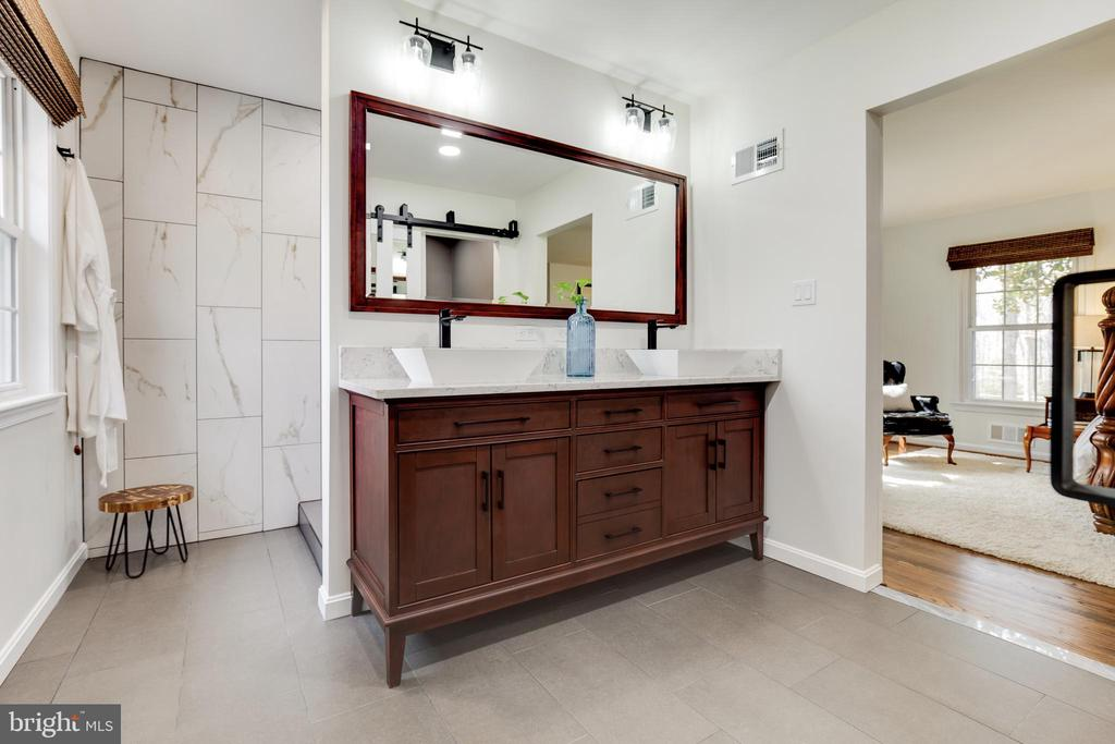 Main Level Master Bath - 8511 CATHEDRAL FOREST DR, FAIRFAX STATION