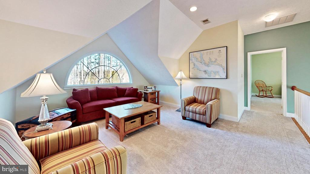 Loft overlooking great room - 12295 POTOMAC VIEW RD, NEWBURG