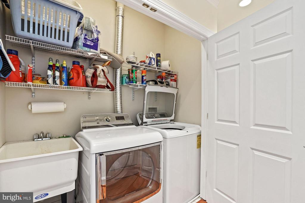 Washer/Dryer conveniently located on bedroom level - 10104 FARR OAK PL, FAIRFAX