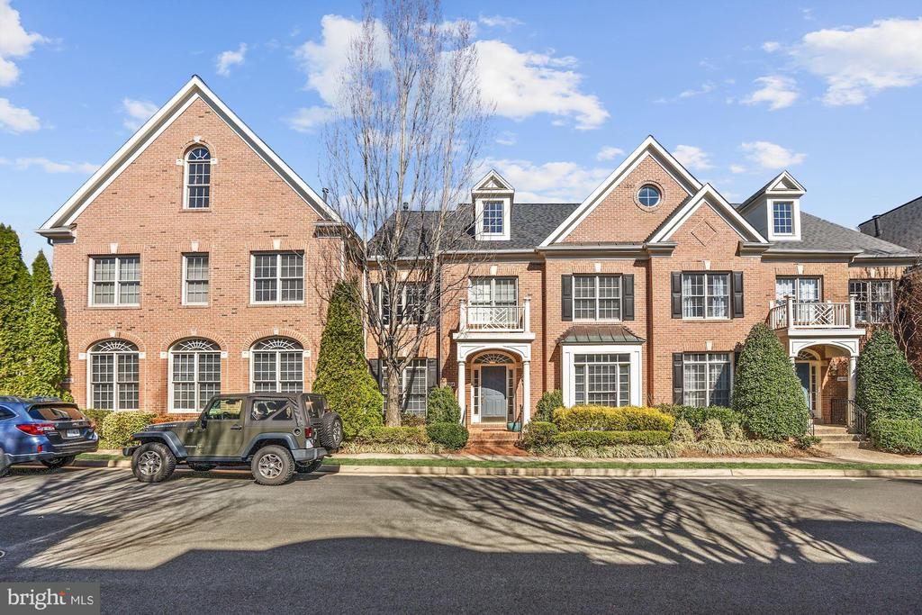 Spectacular neighborhood! - 10104 FARR OAK PL, FAIRFAX