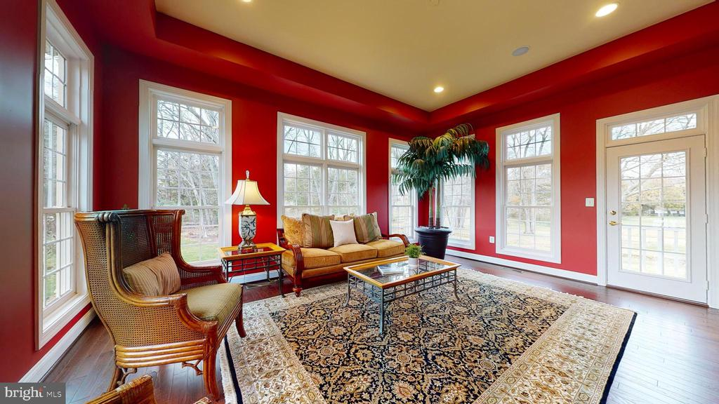 Tall Ceilings And So Many Windows! - 1125 CLINCH RD, HERNDON