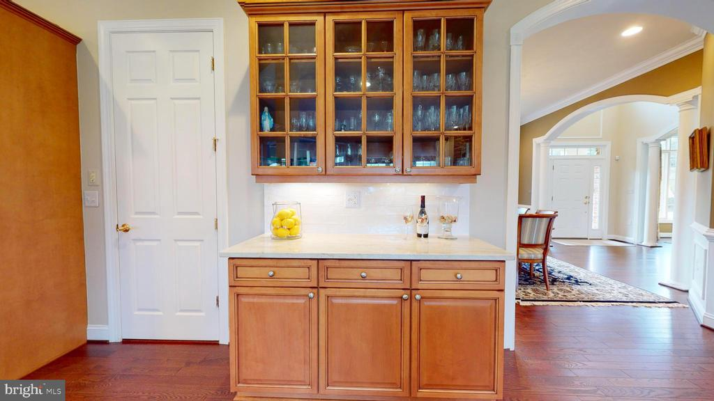 Lovely Butler's Pantry - 1125 CLINCH RD, HERNDON