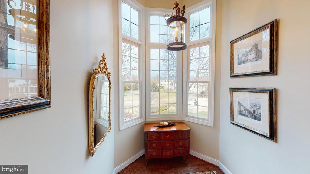 Bay Windows In Staircase! - 1125 CLINCH RD, HERNDON