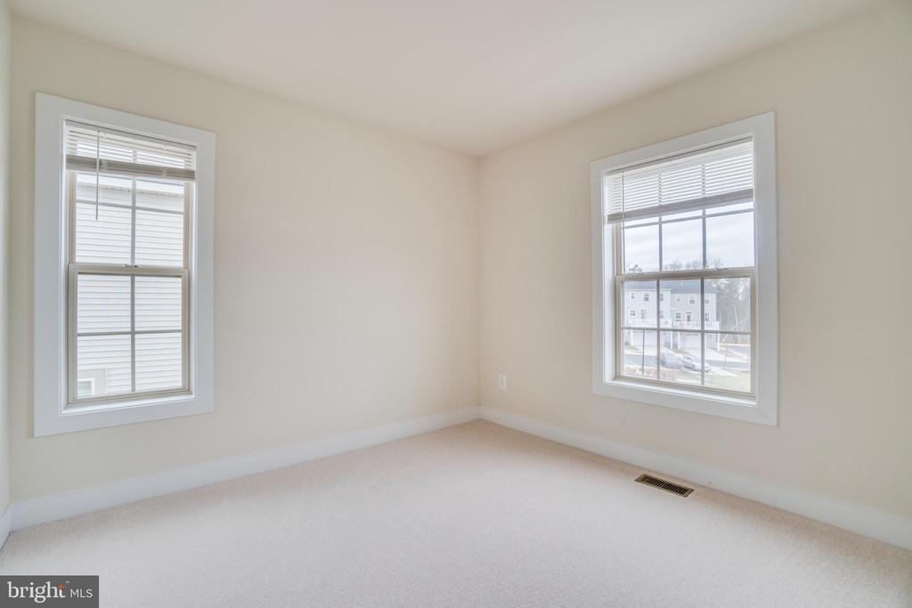 Second Bedroom - 46673 JOUBERT TER, STERLING