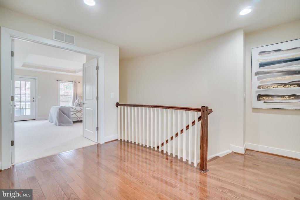 Upstairs hallway - looking into master - 46673 JOUBERT TER, STERLING
