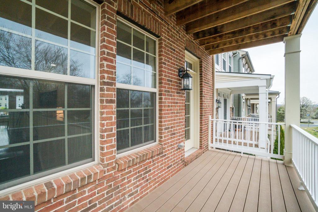 Mid-level deck, facing living room entrance - 46673 JOUBERT TER, STERLING