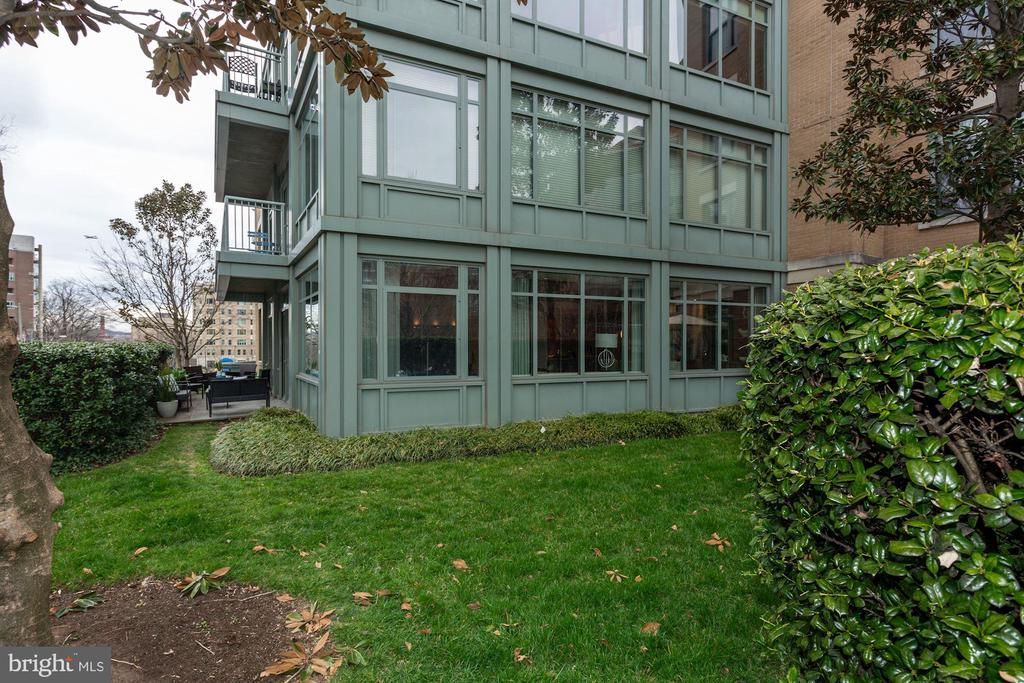 Privacy yard and easy access to parking / driveway - 2425 L ST NW #203, WASHINGTON