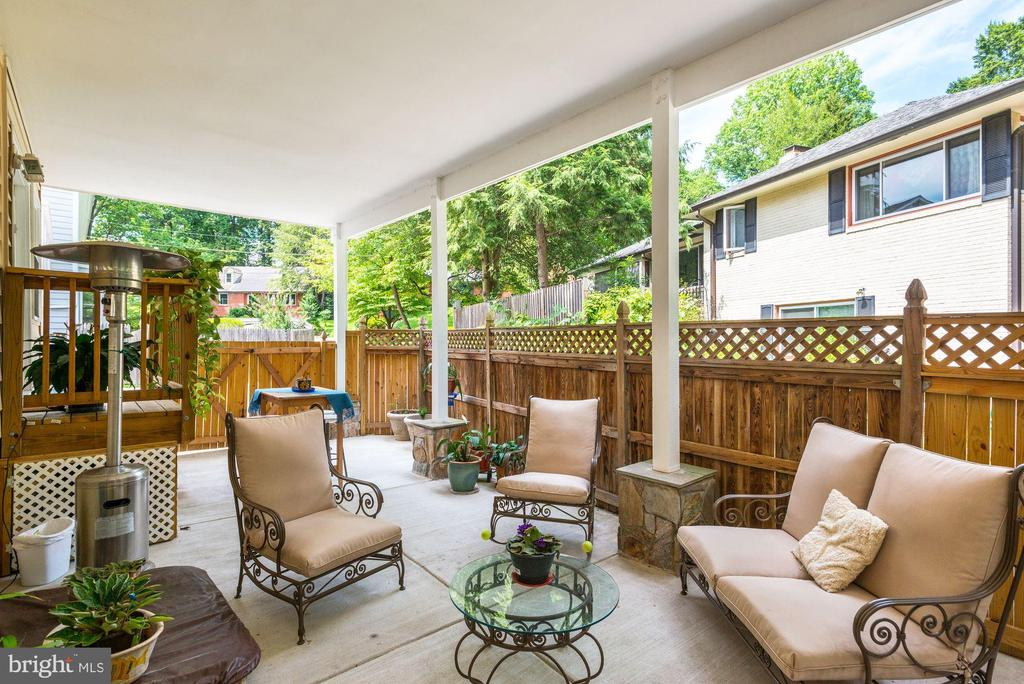 Nice space for back-patio gatherings - 5623 MASSACHUSETTS AVE, BETHESDA