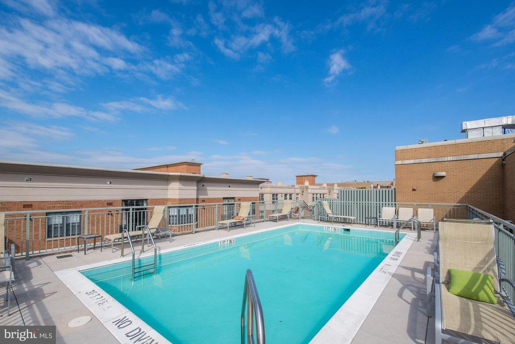 Rooftop pool with skyline views - 2425 L ST NW #203, WASHINGTON
