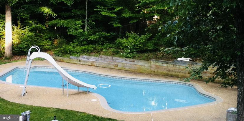 Escape the VA heat in your in ground pool - 260 SPOTTED TAVERN RD, FREDERICKSBURG