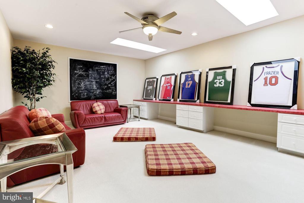 Upper floor recreation room - 14943 FINEGAN FARM DR, DARNESTOWN