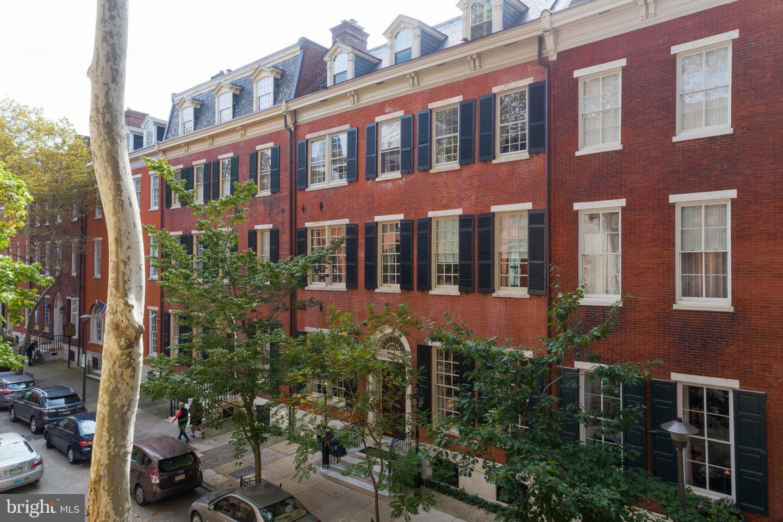 Single Family Homes per Vendita alle ore Philadelphia, Pensilvania 19103 Stati Uniti