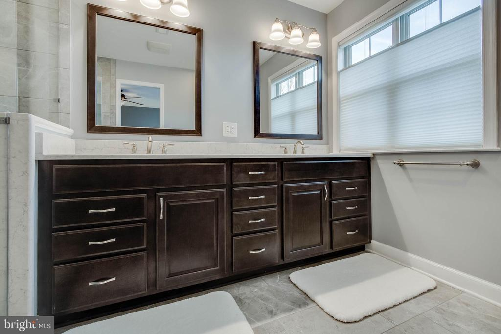 Gorgeous Remodeled Master Bath - 18 BASKET CT, STAFFORD
