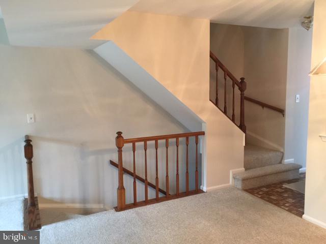Builder option - open stair way to lower level - 2550-B S ARLINGTON MILL DR #B, ARLINGTON
