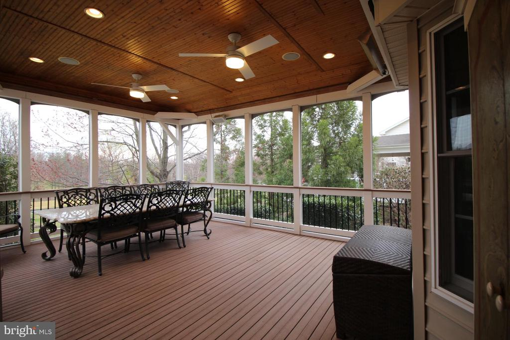 Screened-in Porch - 19876 BETHPAGE CT, ASHBURN