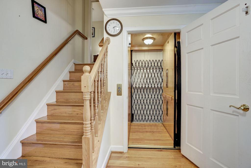 Elevator goes to all 4 levels - 1401 EARNSHAW CT, RESTON