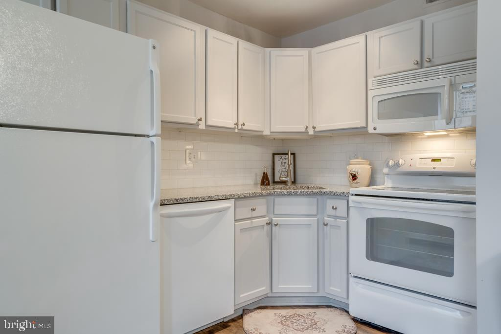 NEW Granite Countertops - 1909 N RHODES ST #21, ARLINGTON