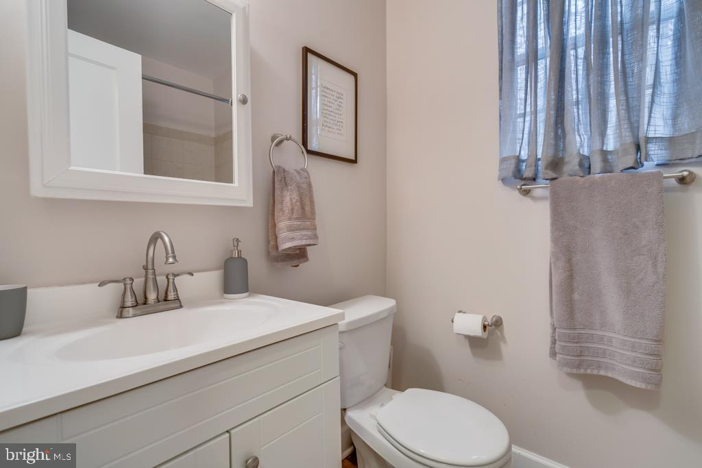 Bathroom - 1909 N RHODES ST #21, ARLINGTON