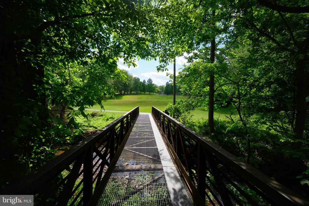 Nearby Dogwood charming park - 34 WADDINGTON CT, ROCKVILLE