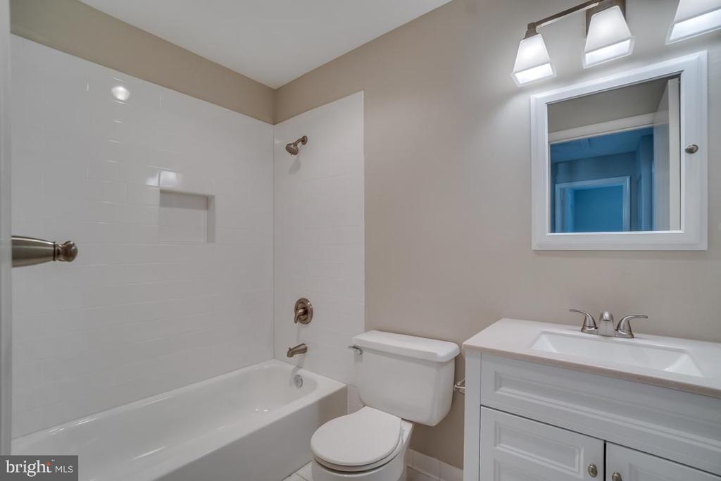 Renovated Hall Bath - 510 S LINCOLN AVE, STERLING