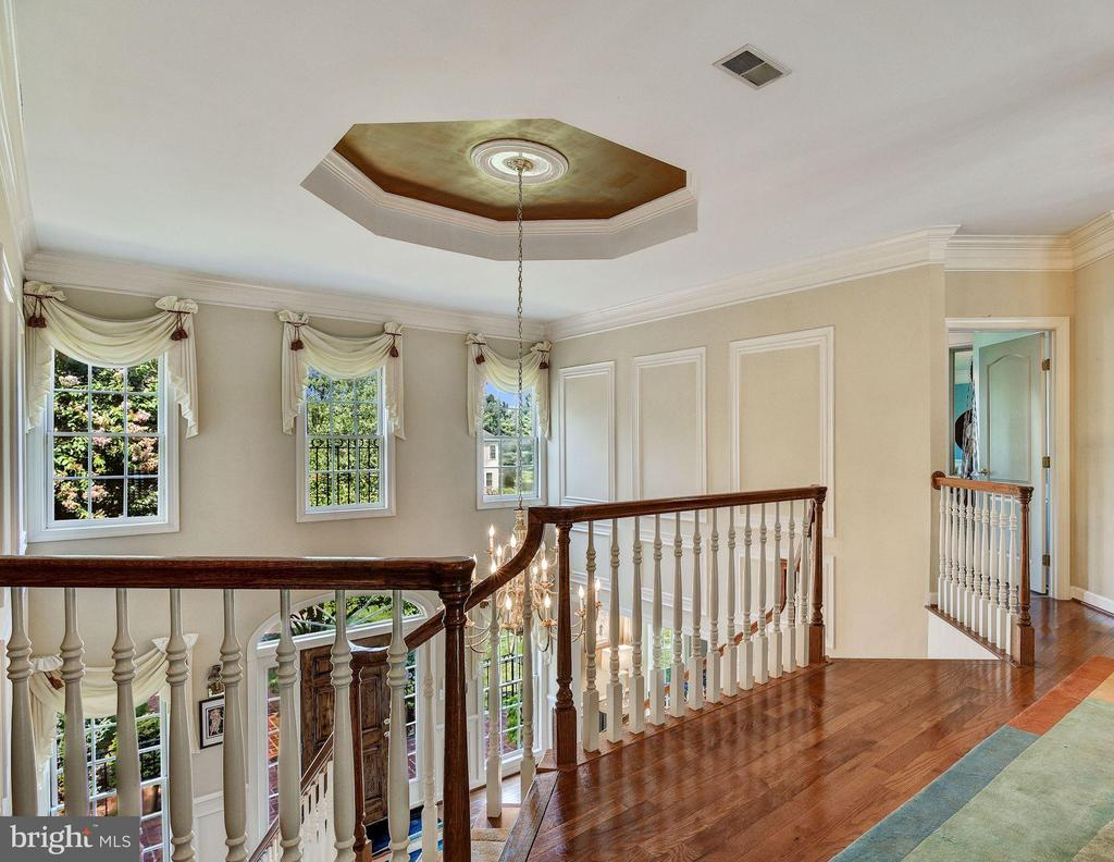 Upper Level Open Stair Landing and Tray Ceiling - 896 ALVERMAR RIDGE DR, MCLEAN